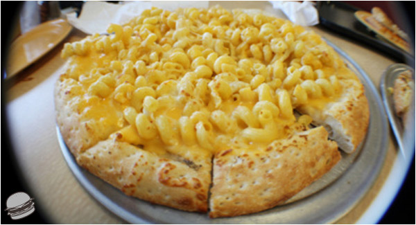 Macaroni & Cheese Pizza From Cici's | Damn That Looks Good