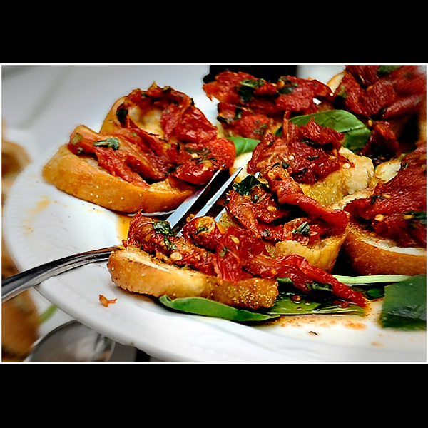 toasted baguette dried tomatoes